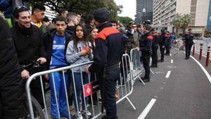 Amplio dispositivo policial ante el clásico Barça-Real Madrid en el Camp Nou.