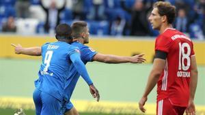 Kramaric celebra el cuarto gol del Hoffenheim ante Goretzka.