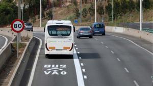 Entra en funcionamiento el carril bus-VAO de la C-31 en Badalona.
