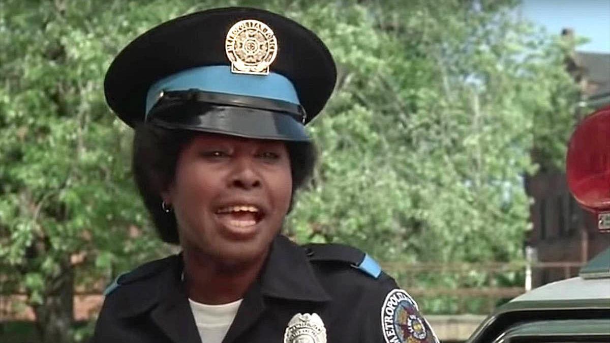 La actriz Marion Ramsey, que interpreta a la agente Laverne Hooks en las seis entregas de 'Loca academia de policía', que ha muerto a los 73 años.