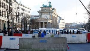 Barreras de hormigón junto a la Puerta de Brandenburgo, en Berlín, en diciembre del 2016.