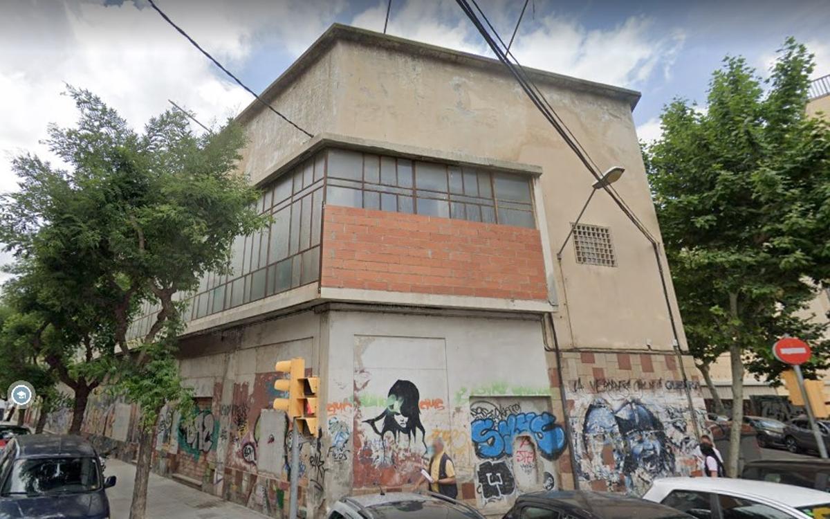 Imagen de archivo de la fachada del edificio l'Òpera de L'Hospitalet de Llobregat.