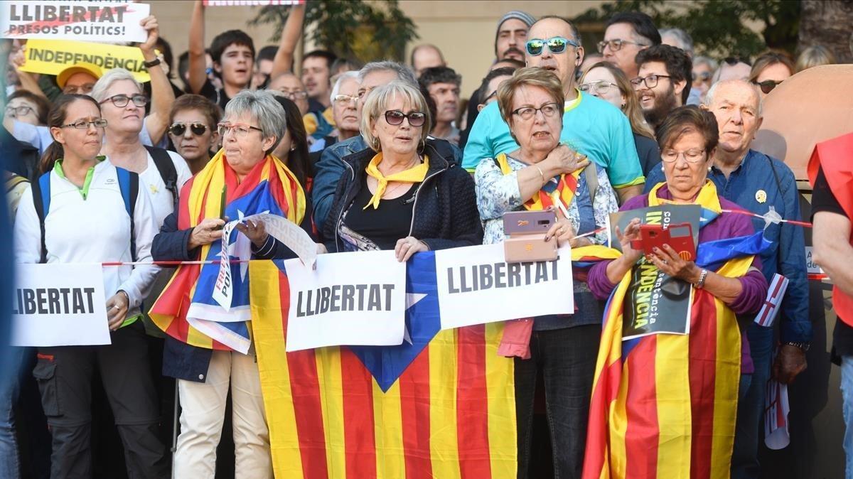 Miles de manifestantes reclaman la libertad de los presos