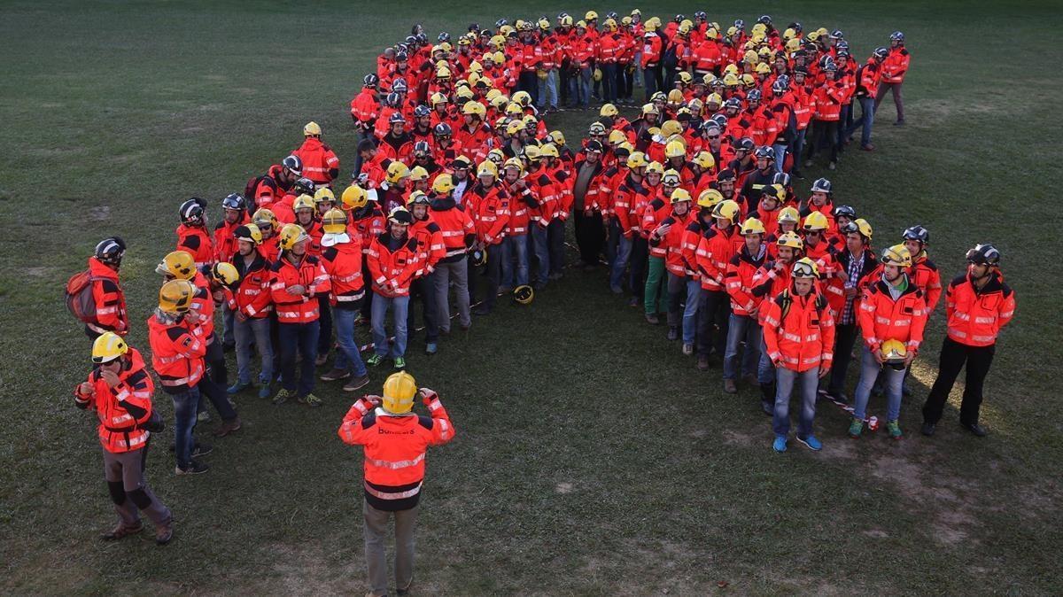 Acto de los bomberos de Barcelona contra el artículo 155 y para reclamar la libertad de los 'exconsellers' y los exdirigentes de la ANC y Òmnium presos.