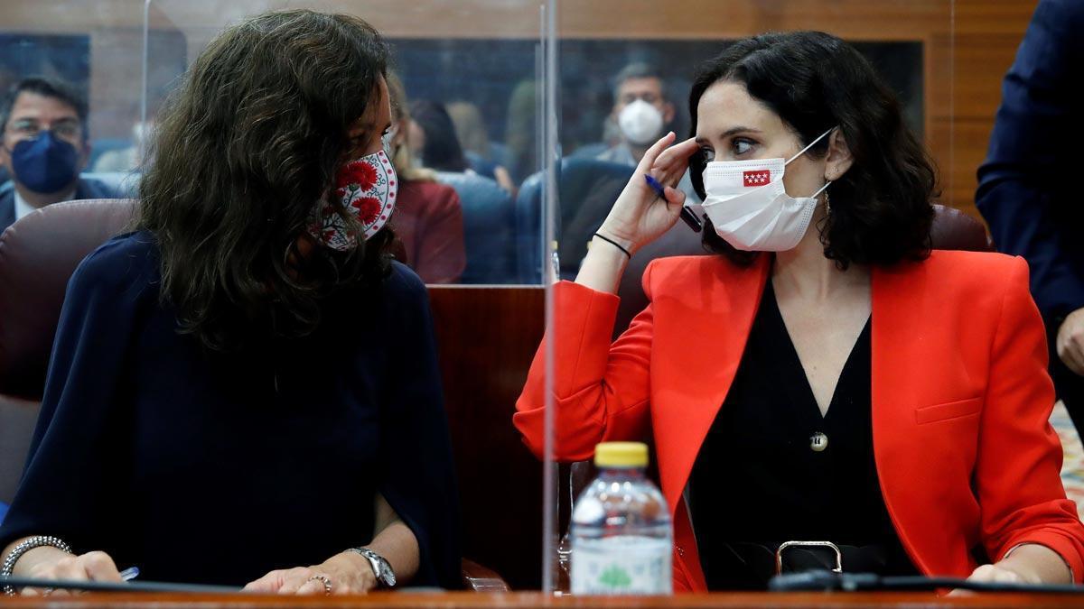 Eugenia Carballedo (PP) es elegida nueva presidenta de la Asamblea de Madrid. En la foto, junto a Isabel Díaz Ayuso.