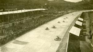 Una carrera en el autódromo de Terramar.
