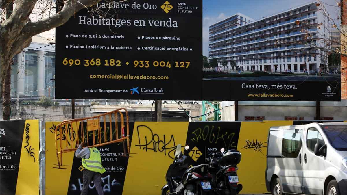 Promoción de pisos en venta en el barrio de Poblenou, en Barcelona.