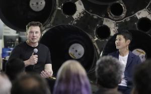 SpaceX founder and chief executive Elon Muskleftannounces Japanese billionaire Yusaku Maezawarightas the first private passenger on a trip around the moonMondaySept172018in HawthorneCalifAP Photo Chris Carlson