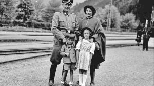 El nazi Otto Wachter, con su mujer, Charlotte, y sus hijos Horts y Traute, en 1944.
