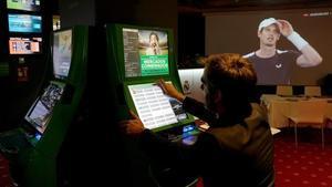 Sala de apuestas en el interior de un bingo en el centro de Madrid.