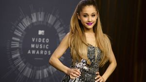 Ariana Grande posando en la entrega de los premios MTV el pasado 24 de agosto