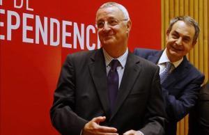 Jesús Caldera y José Luis Rodríguez Zapatero, este lunes, en el acto de conmemoración del 10º aniversario de la ley de dependencia.