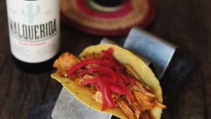 Oaxaca es uno de los restaurantes de Porxos d'En Xifré, junto a Pla de Palau, que sirven en octubre platillos con bebida inspirados en su propia trayectoria.