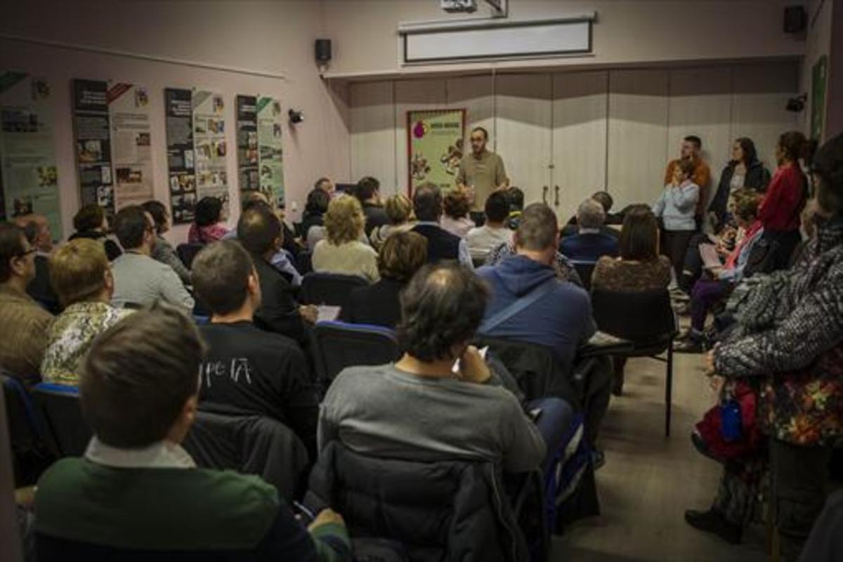 Asamblea en la sede de Adicaesobre las clausulas suelo en Barcelona.
