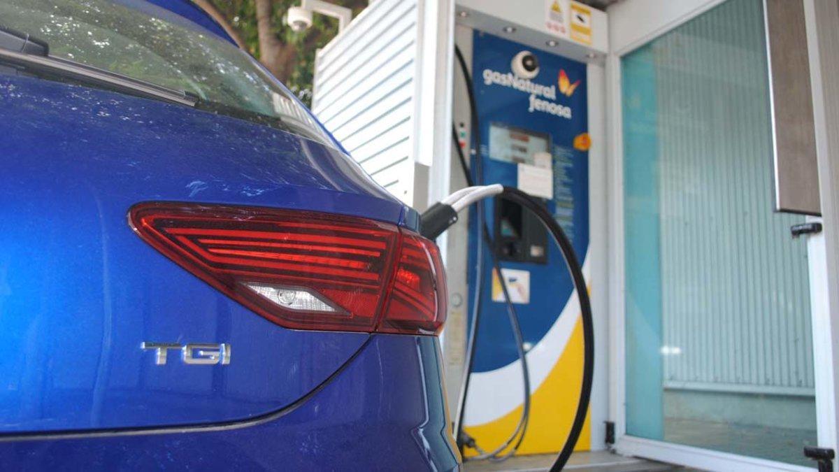 Repostaje de un vehículo de Gas Natural.