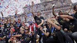Megan rapinoe celebra en el City Hall de Nueva York el triunfo en el Mundial.