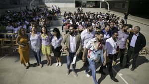 Un grupo de gitanos, en el Institut Escola Sant Adrià de Besòs