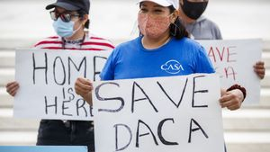 Un jutge de Texas prohibeix que s'expedeixin més permisos DACA