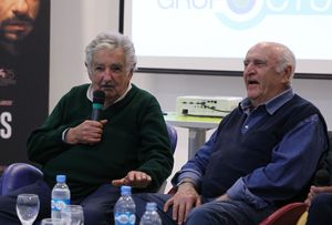El expresidente uruguayo Jose Mujica y el escritor uruguayo Mauricio Rosencof participan durante la presentacion de la pelicula La noche de 12 anos en Buenos Aires, Argentina.