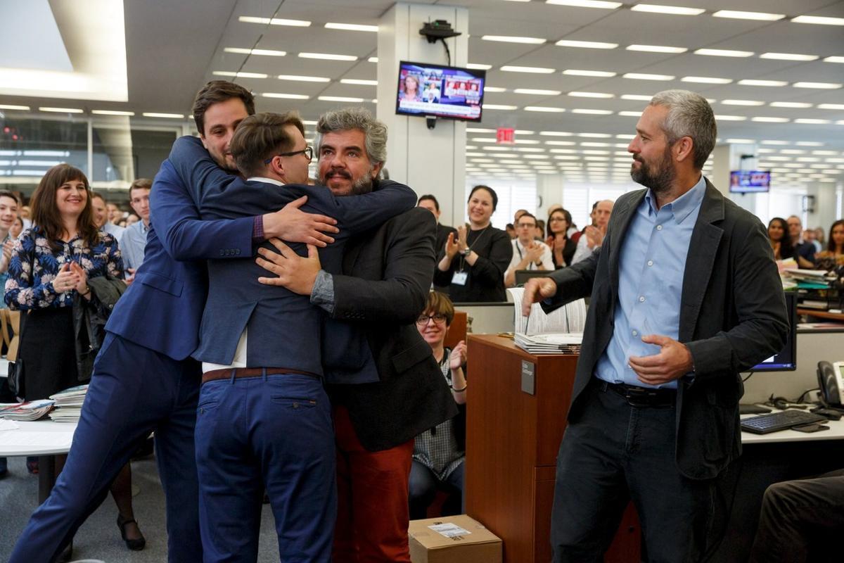 De izquierda a derecha, los fotógrados de 'The New York Times Daniel Etter, Sergey Ponomarev, Mauricio Lima y Tyler Hicks celebran el Pulitzer.