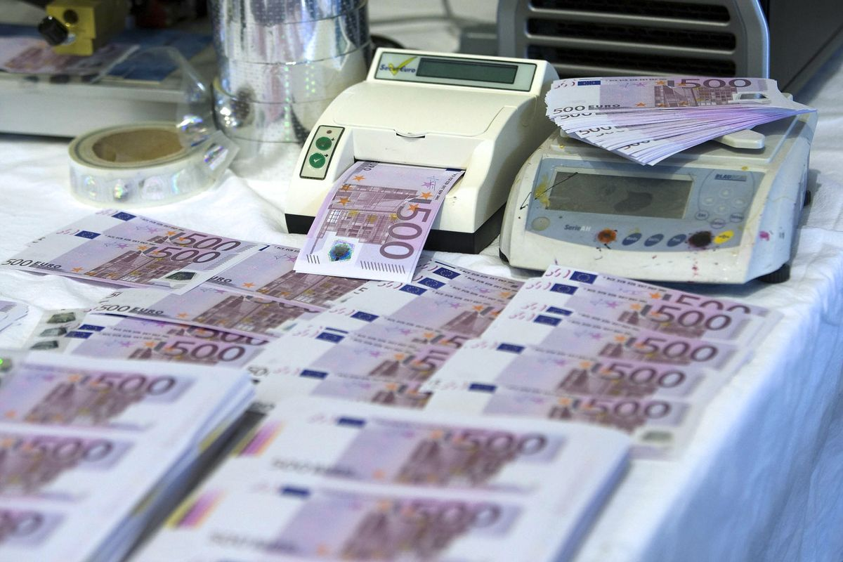 Billetes falsos de 500€.