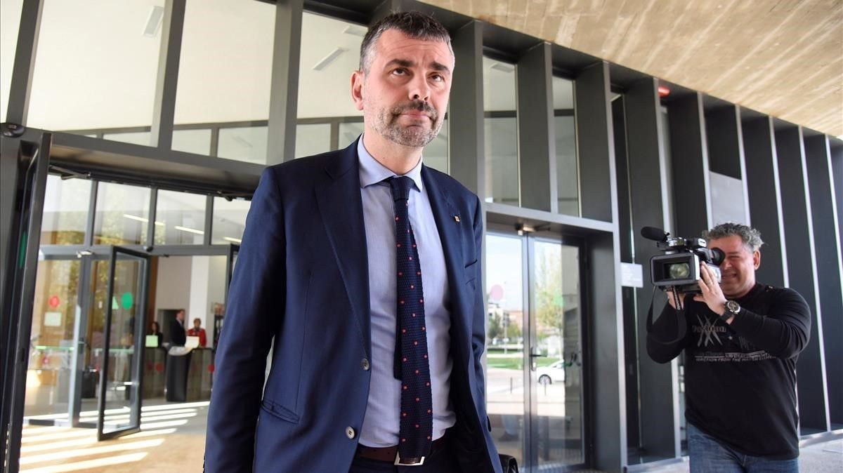 El 'exconseller' Santi Vila llegando a los juzgados de Huesca