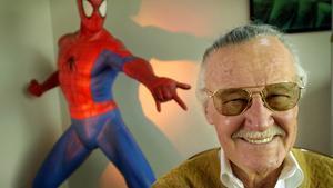 Els dolents persegueixen Stan Lee, el pare dels superherois Marvel