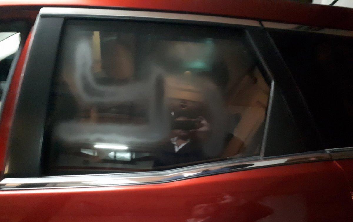 Una esvástica pintada en el coche del líder del PPC, Alejandro Fernández