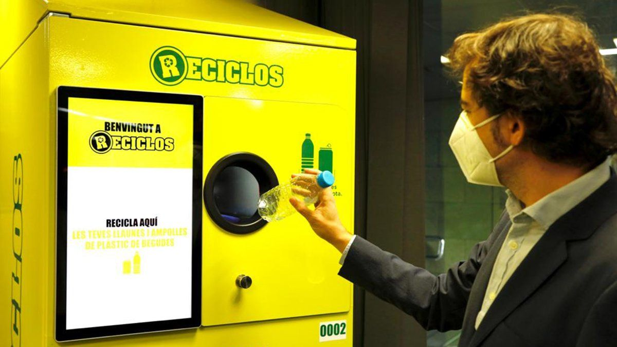 Catalunya es pionera en instalar máquinas de reciclaje en el sistema ferroviario