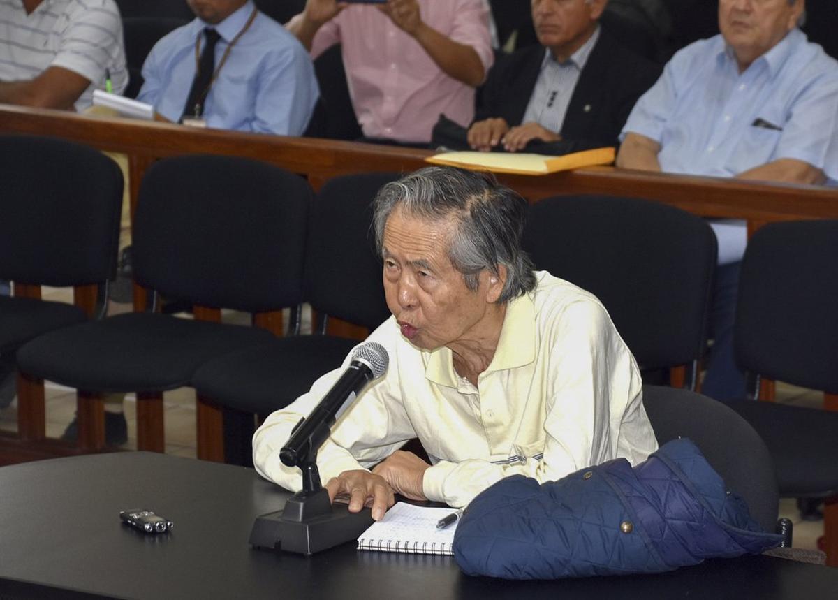El presidente Kuczynski indultó a Fujimori, con el argumento de razones humanitarias, durante las últimas horas del 24 de diciembre de 2017.