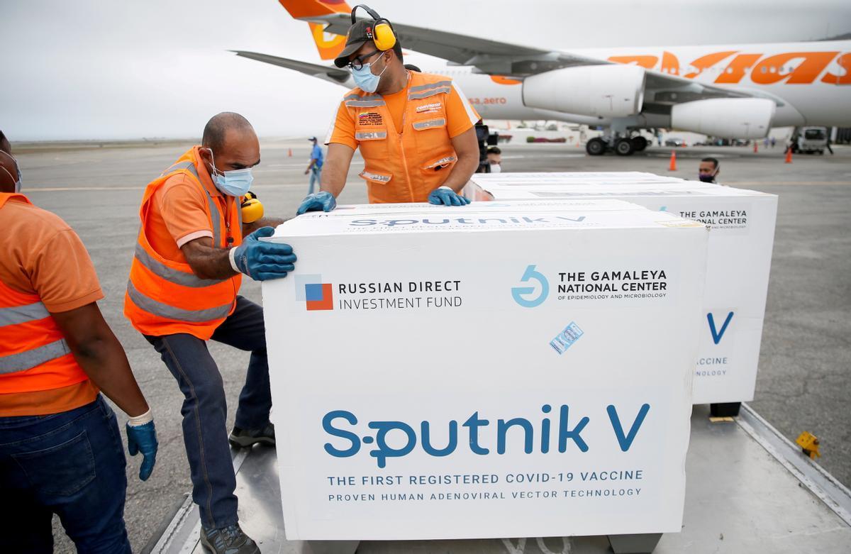 LLegada al aeropuerto de Caracas, Venezuela, de una cargamento de vacunas Sputnik V procedente de Rusia.