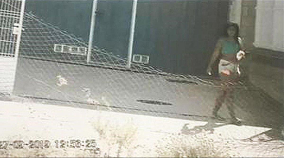 Candy Arrieta, en prision por asesinato, en una imagen tomada por la Guardia Civil mientras la vigilaban en la nave de Pedrola (Zaragoza).