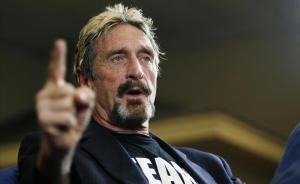 Detingut a l'aeroport de Barcelona el fundador de l'antivirus McAfee