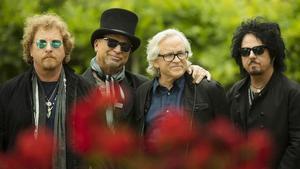 Una imagen promocional de Toto, con Steve Lukather primero por la derecha