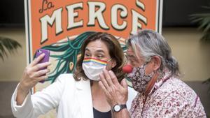 Ada Colau, junto a Tortell Poltrona, pregonero de la Mercè del 2020