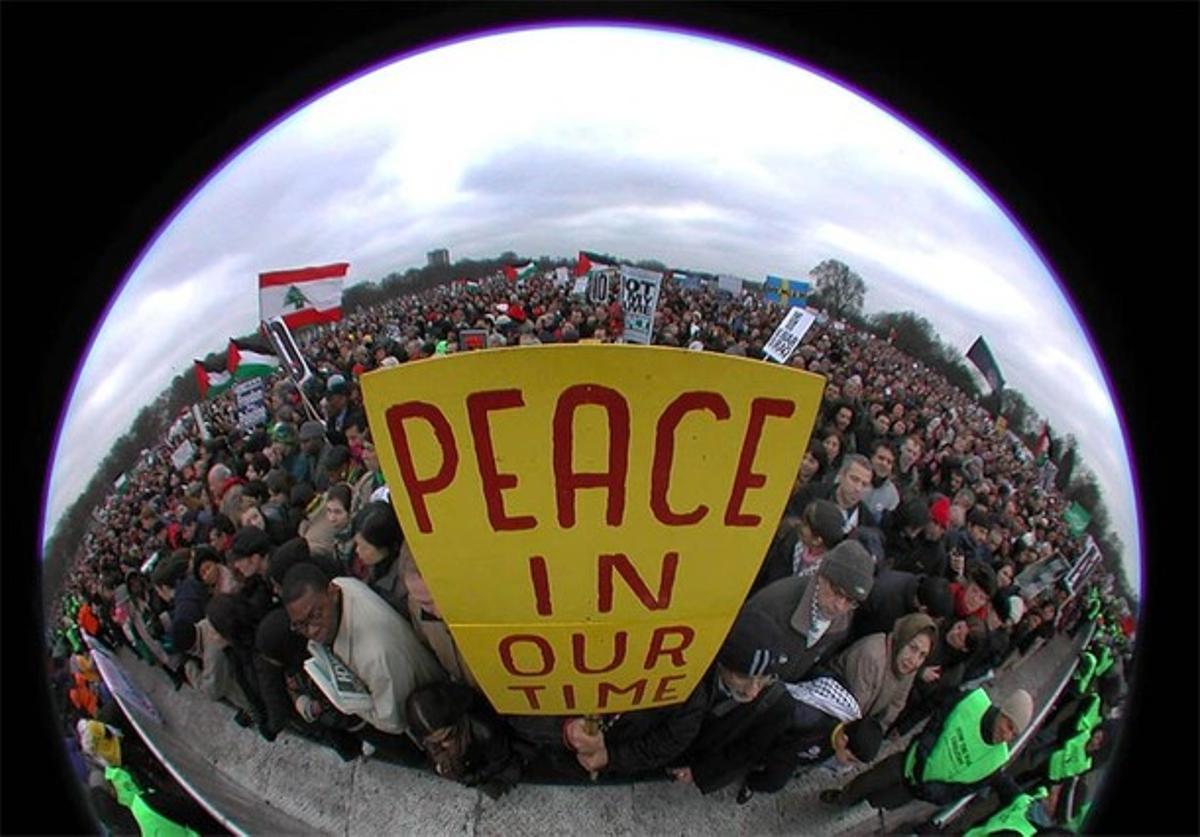 Cerca de un millón de manifestantes salieron a las calles de Londres. Desde la guerra de Vietnam no se habían visto movilizaciones semejantes en las ciudades europeas.