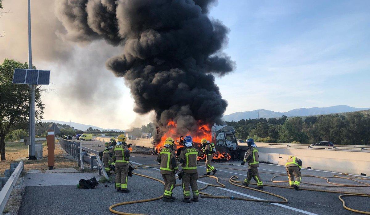 Accidente en la AP-7 en Capmany (Alt Empordà) en el que ha resultado muerto el conductor de un camión.