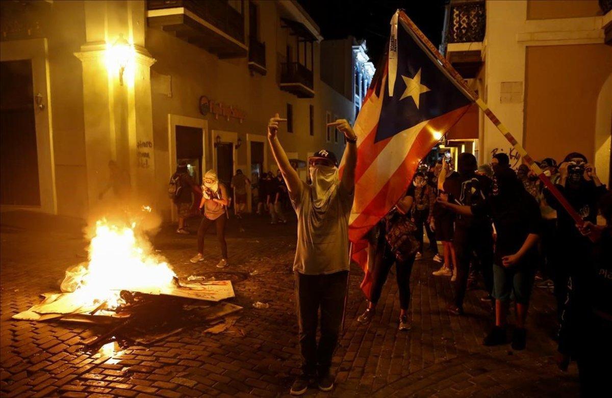 Enfrentamientos en la calle en San Juan de Puerto Rico.
