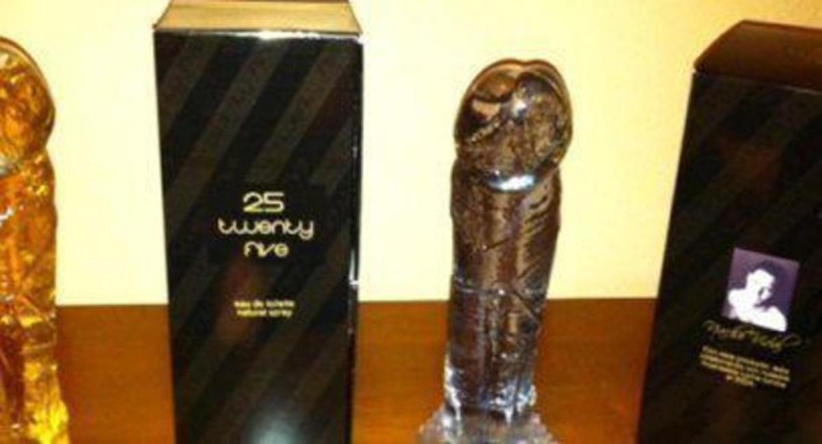 El frasco y la caja de la fragancia de Nacho Vidal.