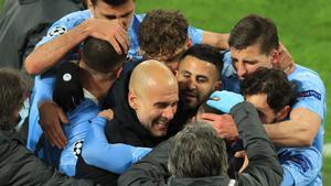 Guardiola celebra un triunfo con el Manchester City, campeón de la Premier.
