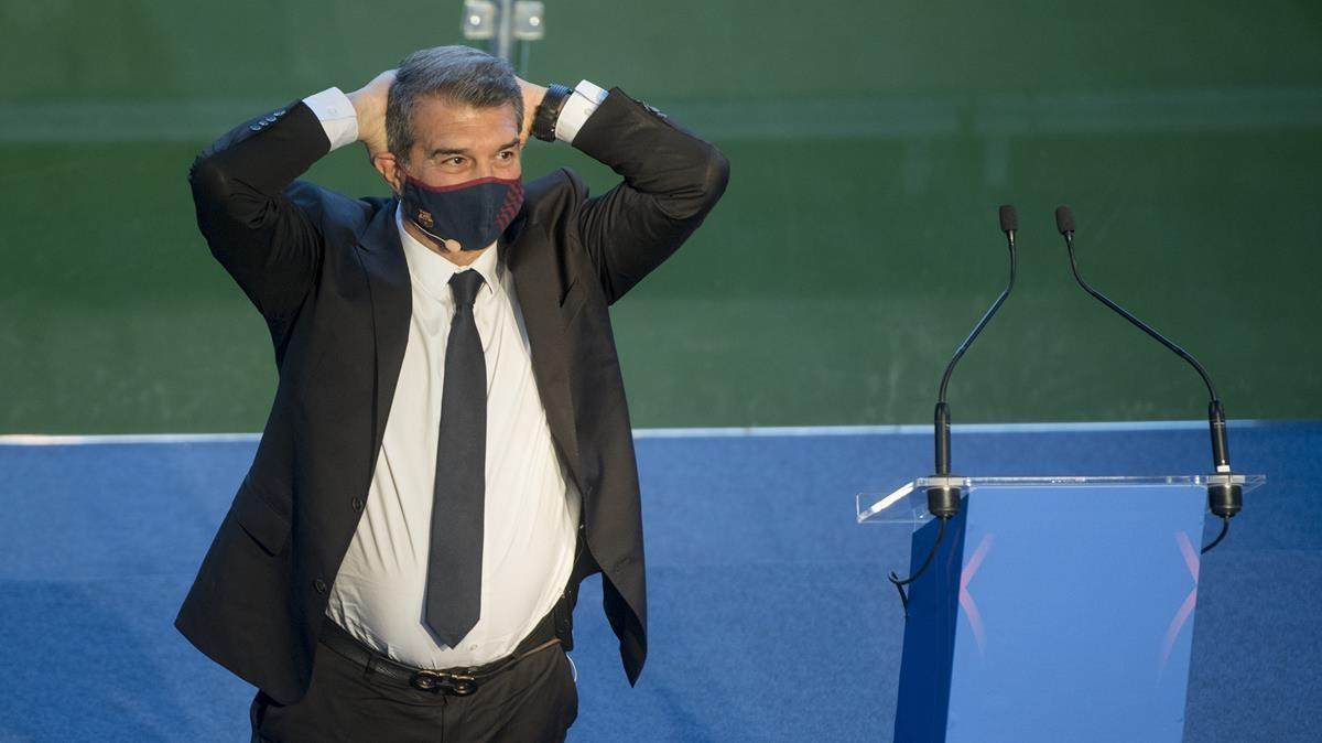 Joan Laporta antes de empezar su parlamento ya como presidente del Barca en el Camp Nou