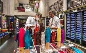 Tienda de camisas y corbatas en Milán.