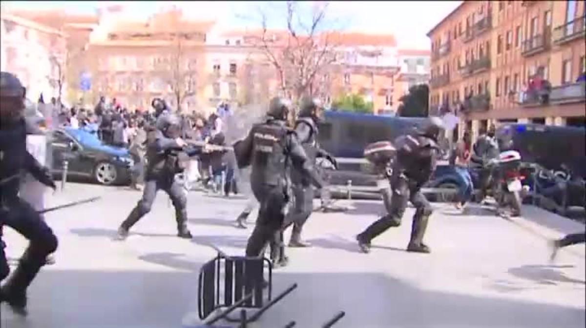 La Policía ha tenido que intervenir esta mañana en el madrileño barrio de Lavapiés durante la visita del cónsul de Senegal.
