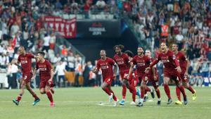 Los jugadores del Liverpool celebran el triunfo en la tanda de penaltis.