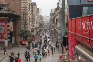 Una de la calles comerciales de Wuhan el pasado mes de enero.