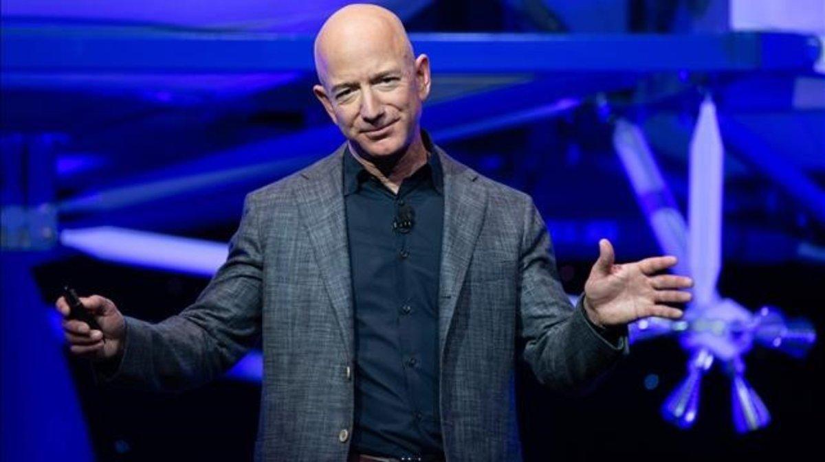 Jeff Bezos, en una operación de 'Blue Origin', en mayo del 2019.