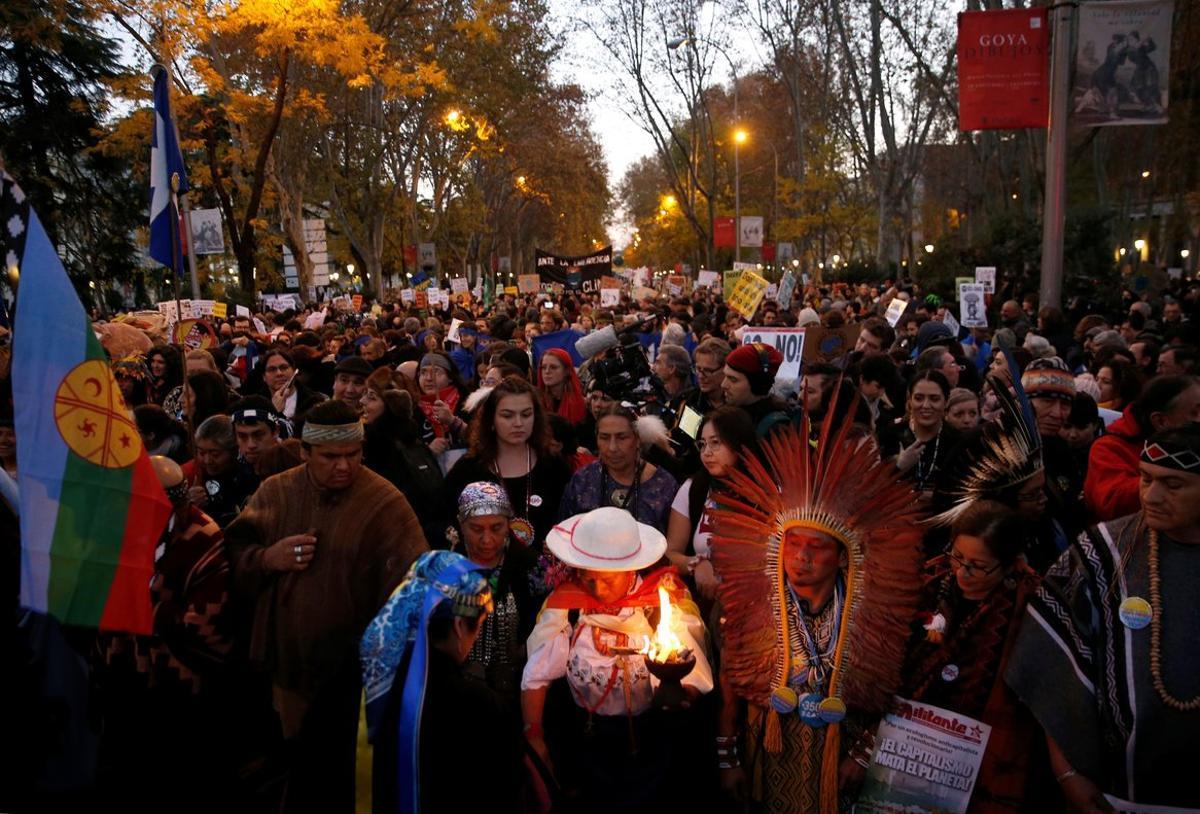 Manifestantes en la Marcha por el Clima de Madrid, este viernes 6 de diciembre
