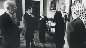 Los protagonistas de los acuerdos de Oslo en la Casa Blanca en septiembre de 1995: de derecha a izquerda, el exlíder palestino,Yaser Arafat, el expresidente de EEUU,Bill Clinton, el exrey de Jordania, Husein,el expresidente de Egipto, Hosni Mubarak, y el exprimer ministro israelí,Yitzjak Rabin.