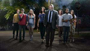 Imagen promocional de la serie 'Mr Mercedes', con el actot protagonista, Brendan Gleeson, en el centro.