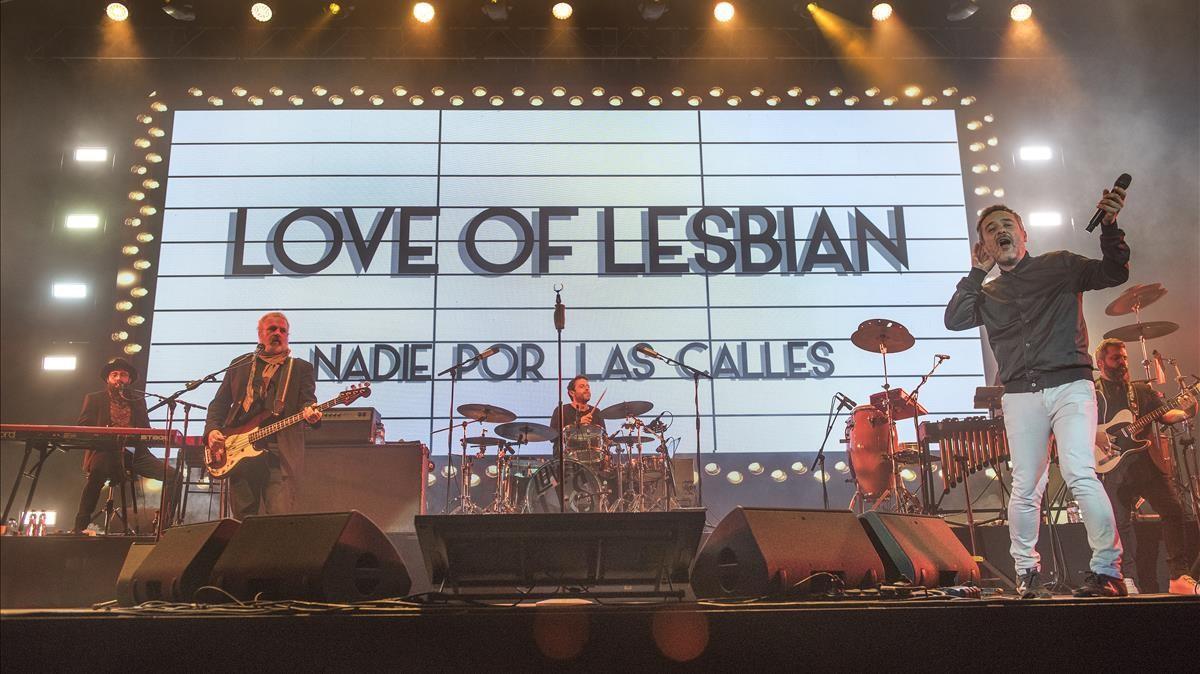 Concierto multitudinario de Love of Lesbian en el Palau Sant Jordi, el 27 de marzo.